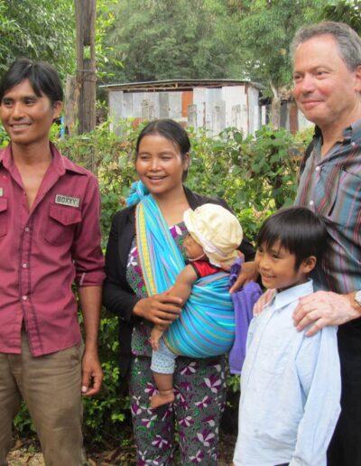 Un parrain rend visite à son filleul en 2012