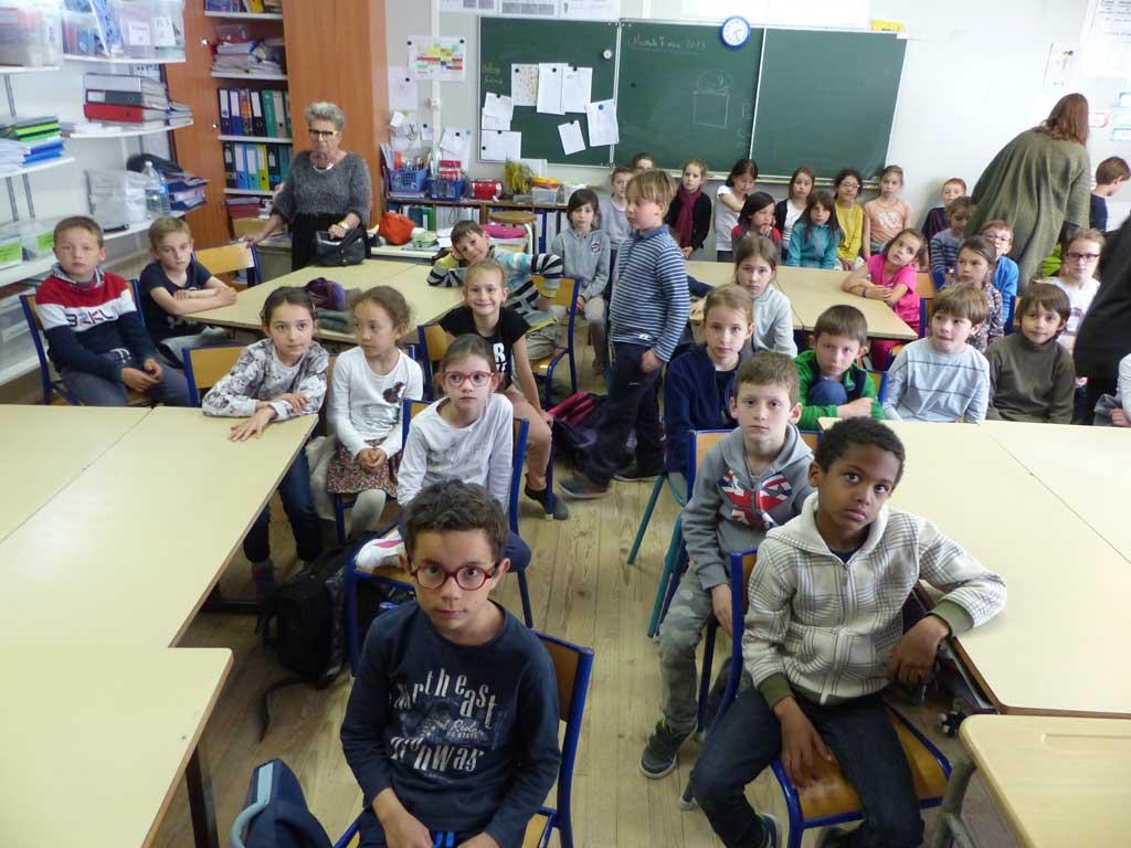 les enfants ayant participé à l'opération BOL DE RIZ