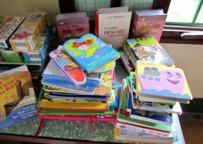 Lors de notre voyage en 2010, achat de livres pour les bibliothèques de la Maternelle et de l'internat