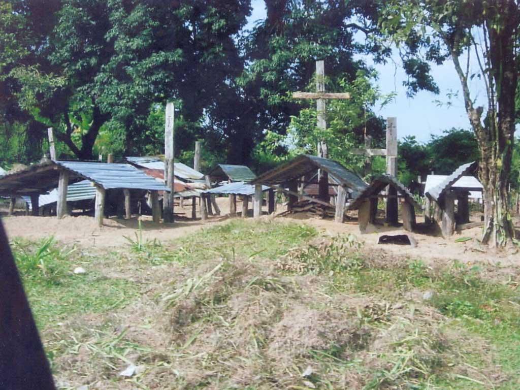 Dernière demeure au cimetière de Mangla