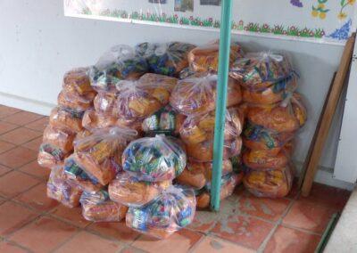 Colis alimentaires prêts pour la distribution