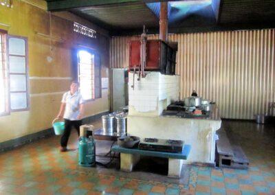 Cuisine de l'école Sao Mai rénovée en 2003