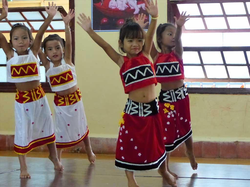 Danse folklorique lors de la Fête du Têt 2017