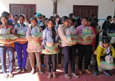 Distribution de riz aux filleuls (photo 2019)