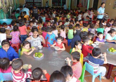 Cantine de la Maternelle où les internes aidaient au service