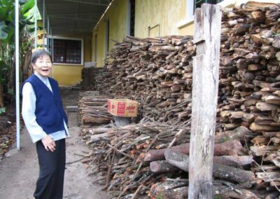 Un fagot de bois était la contribution des parents montagnards à la scolarisation de leur enfant
