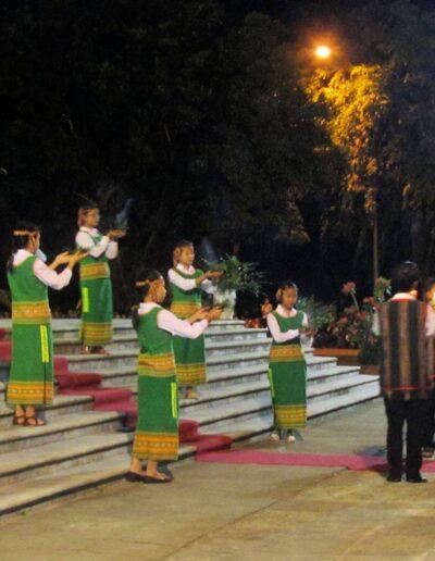 Folklore local en l'honneur du nonce apostolique