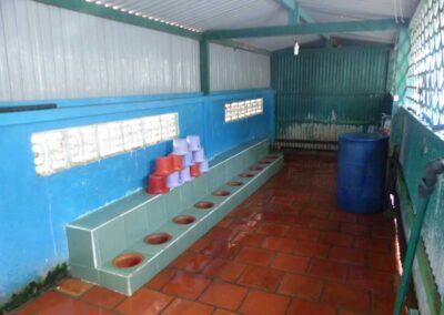 Les toilettes de la Maternelle carrelées en 2010